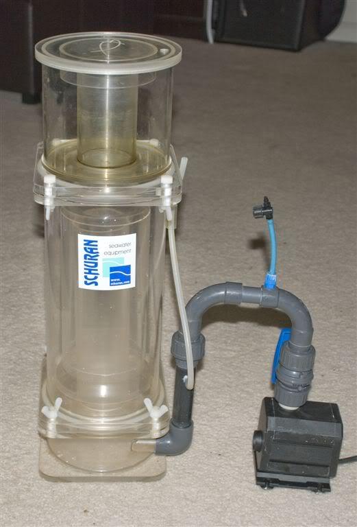 Odpieniacz Schuran oparty jest o dyszę Venturi (górna część szarej rurki z niebieskim dolotem powietrza)